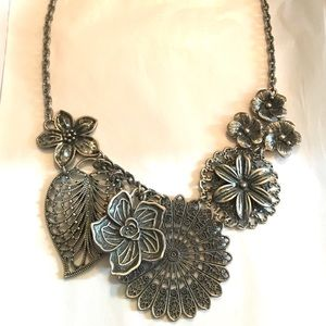 Botanical- Premier Designs necklace